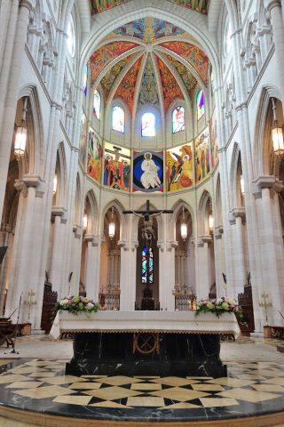 アルムデナ大聖堂の主祭壇