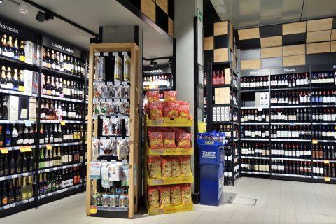 スーパーのワイン売場
