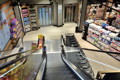 スーパーの地下