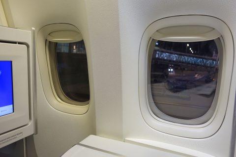 ビジネスクラスの窓/エールフランス