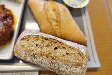 エールフランスラウンジのフランスパン