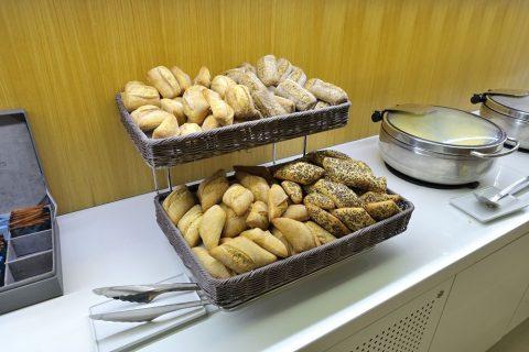 エールフランスラウンジのパン