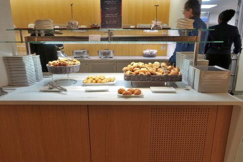 airfrance-lounge-breakfast
