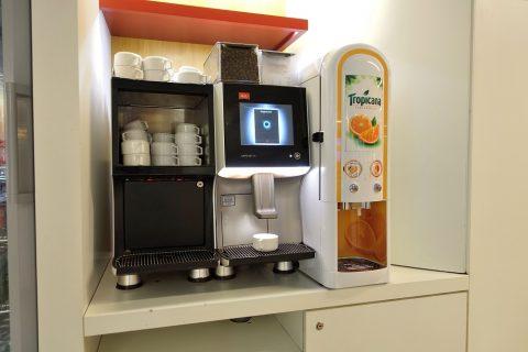 エールフランスラウンジのコーヒーマシン