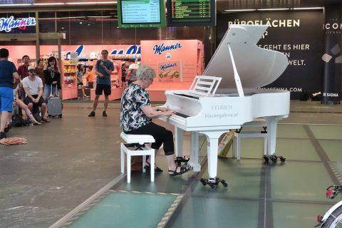 Europe-Performer/ピアノ