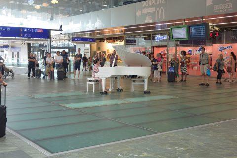 Europe-Performer/ウィーン中央駅のピアノ
