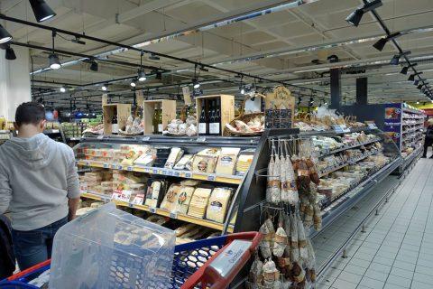 カールフールのチーズ売場