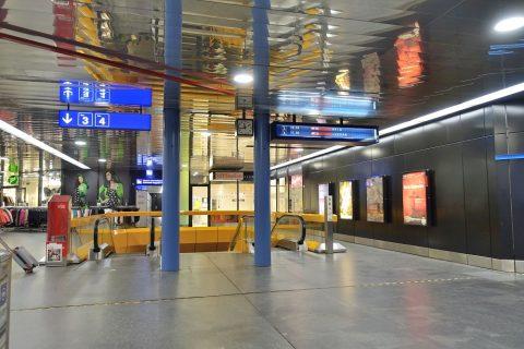 ジュネーブ空港駅ホームへの乗り場
