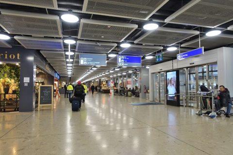 ジュネーブ国際空港到着ロビー