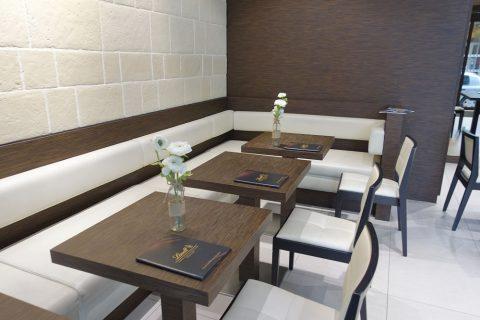 lindt-lyon/カフェのテーブル