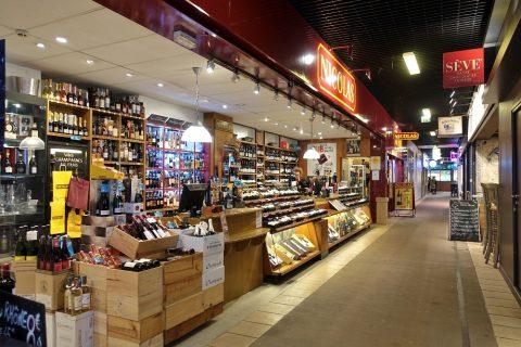 リヨン中央市場のワインショップ