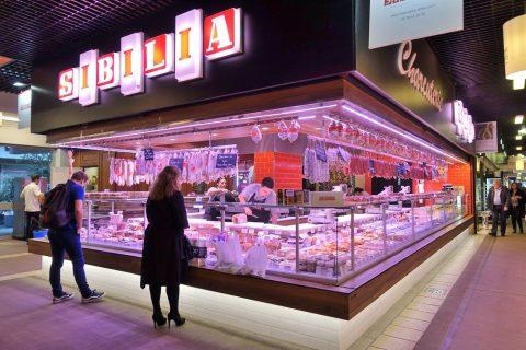 リヨン中央市場の肉の店
