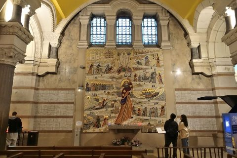 notre-dame-de-fourviere-lyon/地下聖堂のモザイクパネル