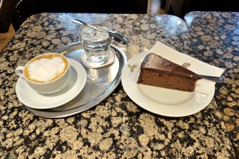 Cafe-Schwarzenberg/コーヒーとケーキ