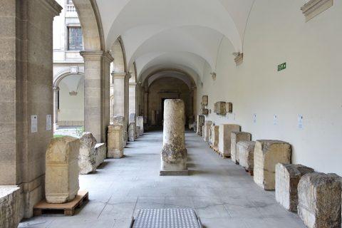 Musee-d-art-et-d-histoire-geneva/中庭の回廊