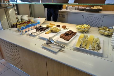 airfrance-lounge-afternoon-snack/スイーツのビュッフェ