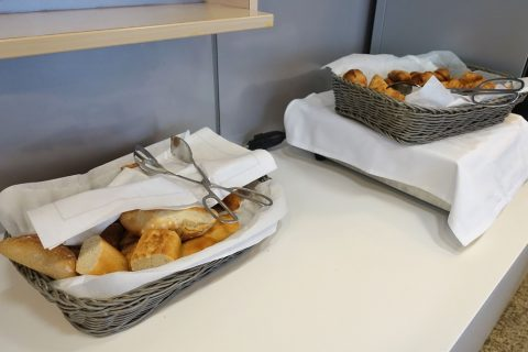 geneva-airport-lounge/朝食のパン
