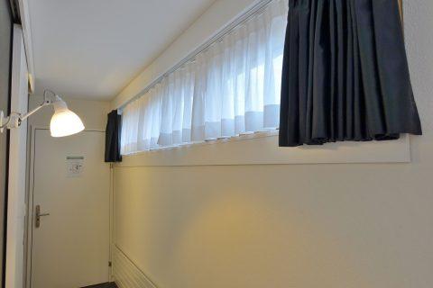 home-swiss-hotel/窓の明かり