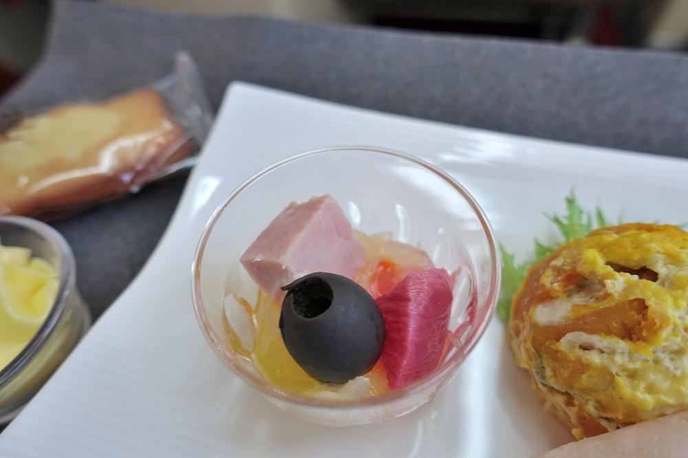JAL国内線ファーストクラス機内食のランチ【和食】と【洋食 ...