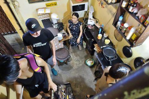 goc-ha-noi/レジと厨房