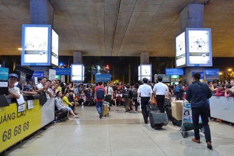 ho-chi-minh-airport/出口の出迎え
