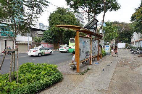 ホーチミンの屋根つきバス停