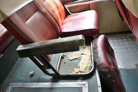 ho-chi-minh-bus/壊れた椅子