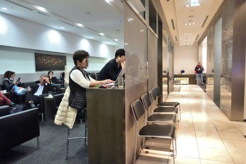 naha-airport-lounge-hana/パイプ椅子