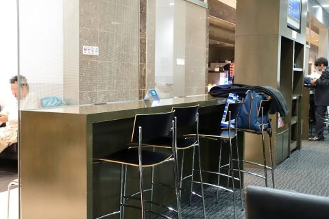 naha-airport-lounge-hana/カウンター席