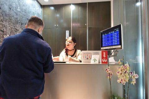 naha-airport-lounge-hana/レセプション