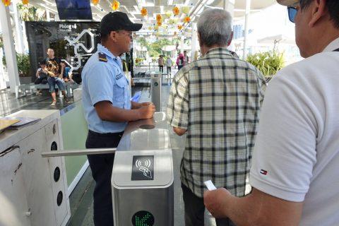 saigon-water-bus/改札を通る