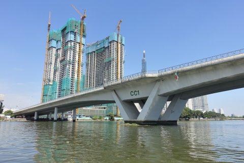 saigon-water-bus/橋の下
