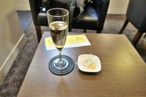t-e-i-lounge-narita-t2/スパークリングワインとチーズ