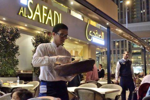 al-safadi-dubai-restaurant/ウェイター