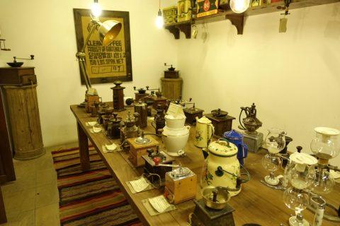 coffee-museum-dubai/昔のコーヒーマシン