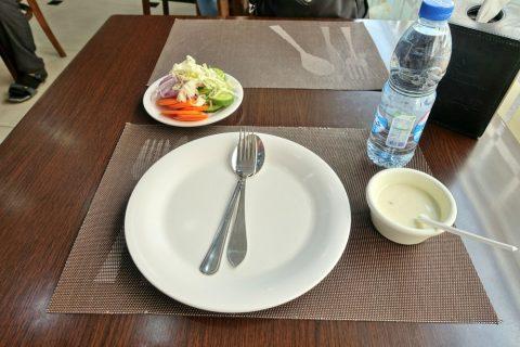 desideira-restaurant-dubai/水と野菜