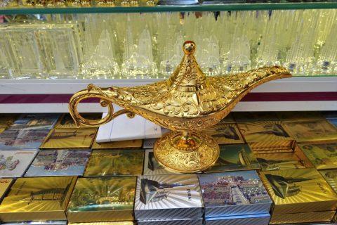 金の魔法のランプ
