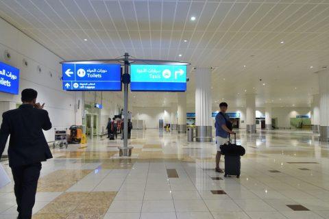 ドバイ空港到着ロビー