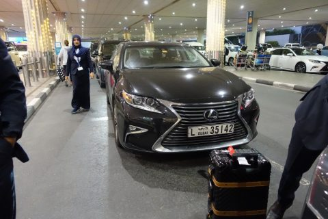 dubai-airport-access-taxi/レクサス