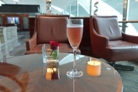 dubai-businessclass-lounge-b/ロゼシャンパン