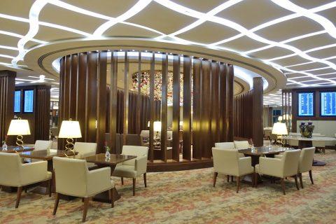 dubai-firstclass-lounge-A/ダイニングテーブルと柱