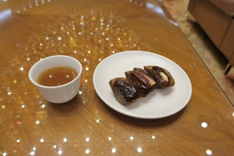 dubai-firstclass-lounge-A/アラビックコーヒーとデーツ