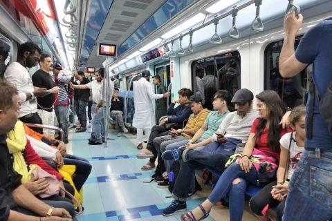 dubai-metro/シルバークラスの車内