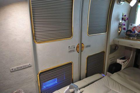 emirates-firstclass-a380/ベッドと扉の隙間