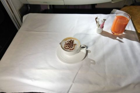 emirates-firstclass-a380/朝食のコーヒー