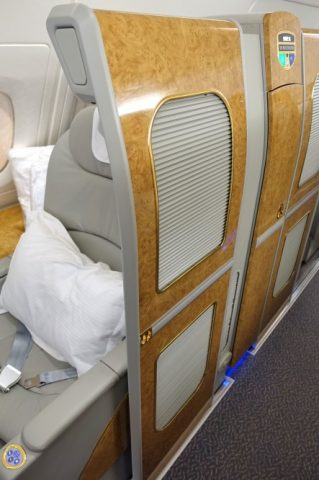 emirates-firstclass-a380/シートの扉