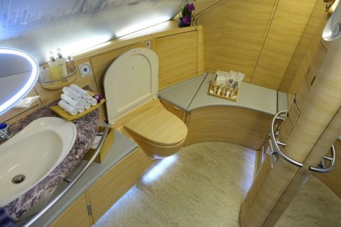 emirates-firstclass-a380/シャワールームのトイレ