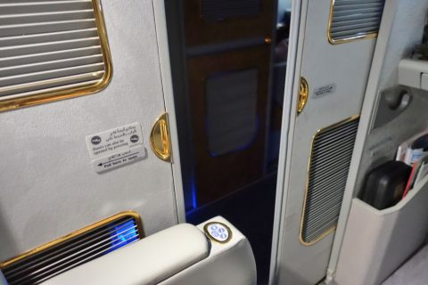 emirates-firstclass-a380/扉の開閉