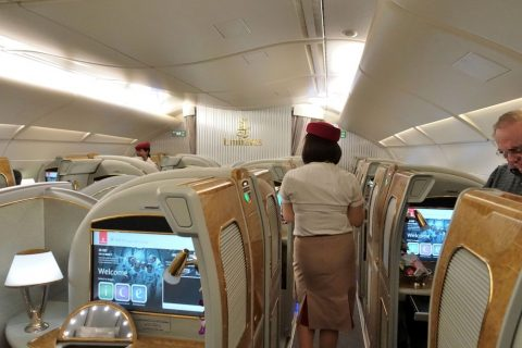 emirates-firstclass-a380/CAの案内