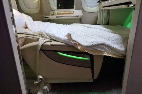 emirates-firstclass-b777-new-seat/ベッドの角度